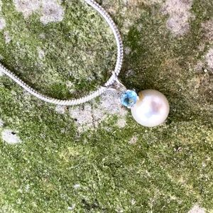 Saltwater Gray Pearl Necklace & Aquamarine Stone